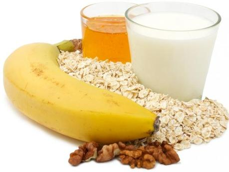 8 DIY Oatmeal, Milk, Banana and Honey Face Mask Recipes for Dry Skin