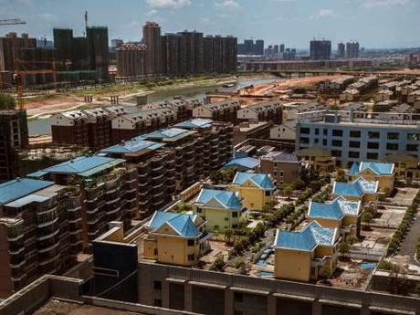 house-3-25-houses-were-built-illegally-on-top-of-a-local-shopping-mall-in-hengyang-hunan-province-today-they-serve-as-dorms-for-employees-from-the-mall