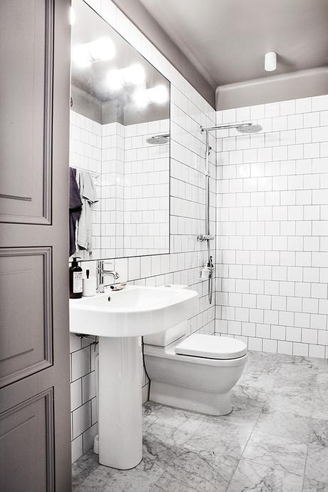 Simple yet gorgeous white bathrooms | Fantastic Frank