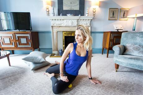 Fitness On Toast Faya Blog Girl Healthy Workout Saucony Stretches Stretching Warm Down Shoes-14