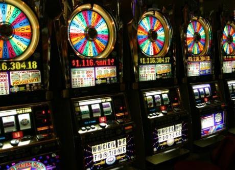 10 Tips to Win Playing at Slots