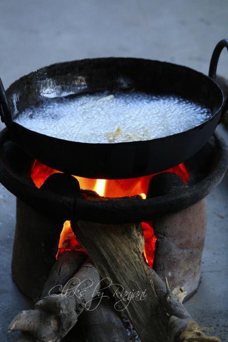 murukku-making-in-wood-fire