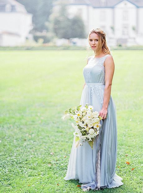 Romantic bridal shoot at Belgian castle