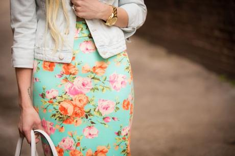 Looking for ways to incorporate florals into your spring wardrobe? Try these different tips!