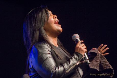 "[VIDEO] CeCe Winans Performs  ""It Aint Over"" AT The Transformation Expo"