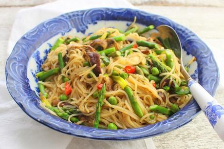 Fresh Rice Noodles with Mushrooms, Asparagus and Peas