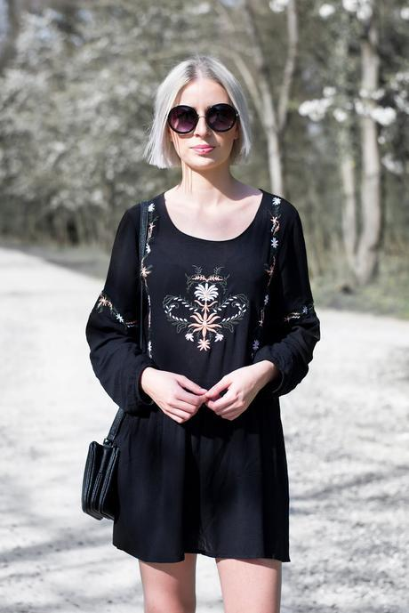 Moth clothing, embroidered skater dress, round sunglasses primark, Liu jo anna nero bag, trio bag, duifhuizen tassen & koffers, SS17 outfit