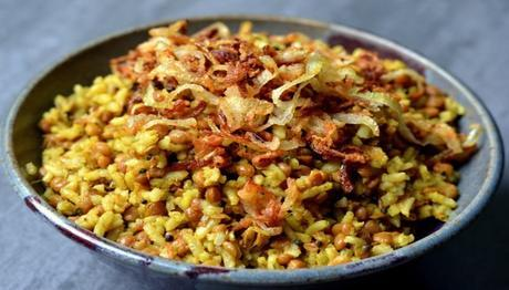 Bowl of Mejadra pilaf topped with fried onions