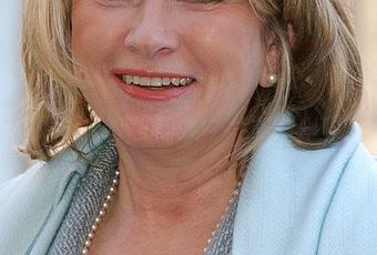 martha stewarts insider trading essay The dilemma, decision, and consequences essay,  then martha stewart is guilty of insider trading  martha stewarts decision to accept her friend sam waksal's.