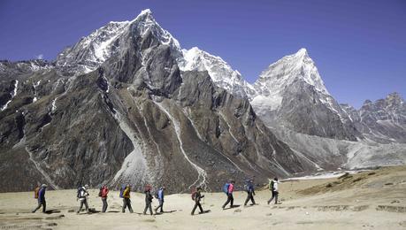 Himalaya Spring 2017: Teams Arriving in Base Camp on Everest