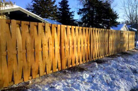 25+ Ideas for Decorating your Garden Fence (DIY)