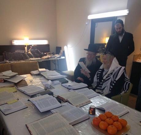 Minister Yaakov litzman visits Rabbi Berland under house arrest