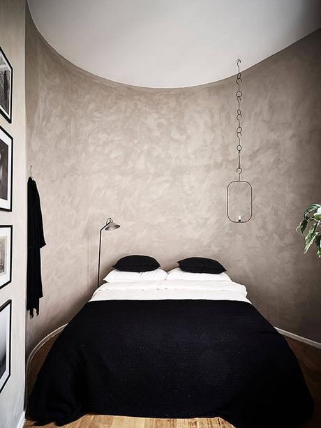 Bedroom with textured walls | Stadshem