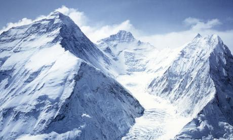 Climbing Mount Everest ~ SA climber tries to evade paying the license fees !!