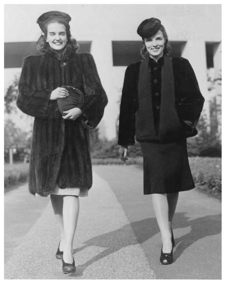 1940s-Fashion-Forecast---Coats---New-York-Worlds-Fair-1939b