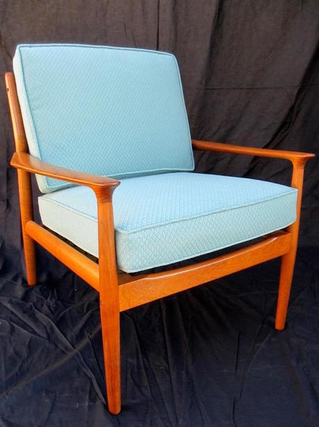 5 Reasons to Refinish Vintage Furniture Pieces