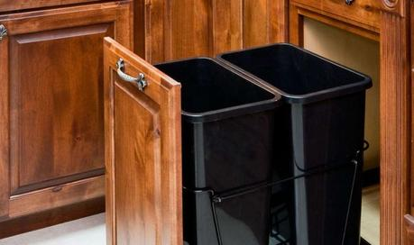 Https M5 Paperblog Com I 168 1680939 Diy Pull Out Trash Can In A Kitchen Cabinet A L Ork98f Jpeg