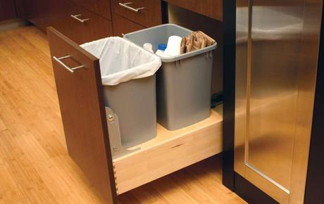 Https M5 Paperblog Com I 168 1680939 Diy Pull Out Trash Can In A Kitchen Cabinet A L Kuch7a Jpeg