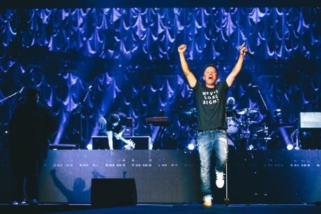 Chris Tomlin Makes History, Sells Out Major Shows On 2017 'Worship Night In America' Tour