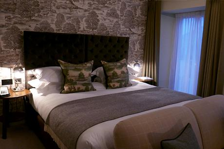 Bedroom at Kings Head, Cirencester