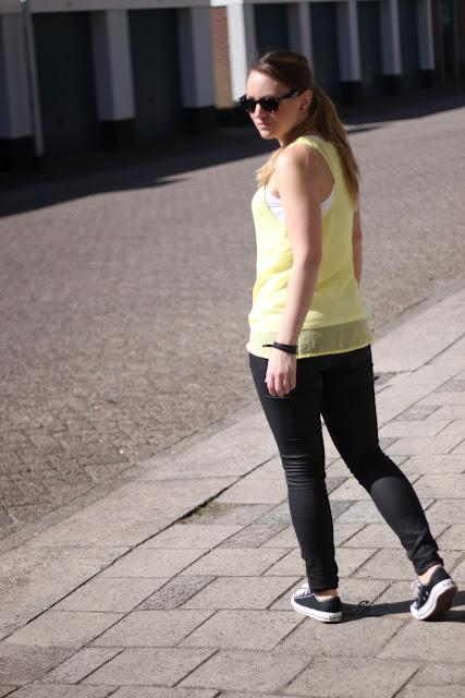 Outfit: Yellow