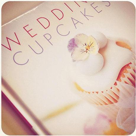 wedding cupcakes book by joanna farrow