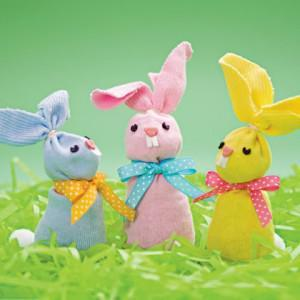 Make Easter Bunny beanbags with children's socks - Easter Craft