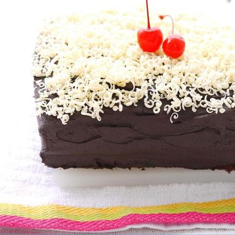 Chocolate Sheet Cake & Sour Cream Chocolate Frosting - Paperblog