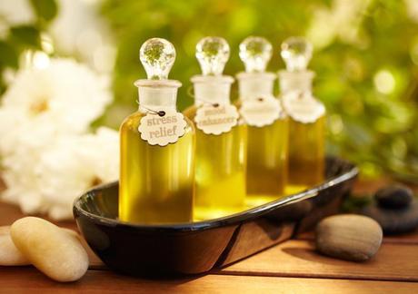 oils moisturize skin