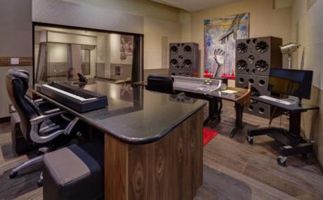 KIRK FRANKLIN OPENS NEW RECORDING STUDIO IN ARLINGTON, TEXAS