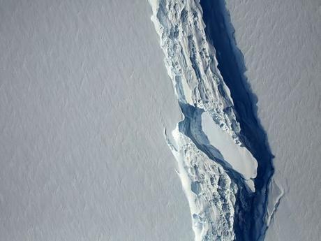 Massive Iceberg Finally Breaks Off of Antarctica
