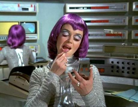 Gabrielle-Drake---1970s-retro-future-fashion-UFO