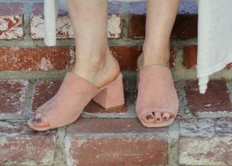 Detail: style blogger Susan B. of une femme d'un certain age wears Jeffrey Campbell mules