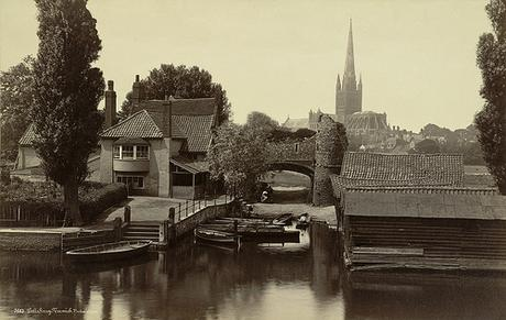 Norwich. Pulls Ferry and Cathedral