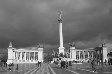 DAILY PHOTO: Heroes' Square in Monochrome