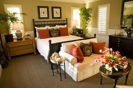 Luxury-Bedroom-with-designer-pillows