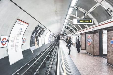 tube-london-underground-station-public-transportation