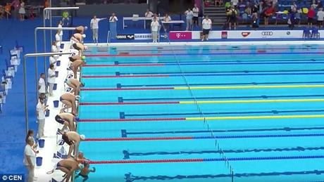 Spanish Swimmer Fernando Álvarez makes the World listen to his call for 1 min silence !