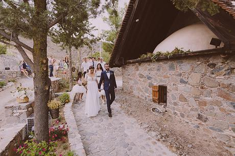 beautiful-rustic-wedding-in-cyprus-15