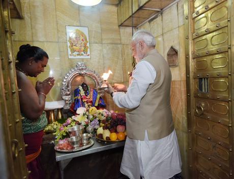 Shri Modiji visits Yangon, prays at Kalibari Temple
