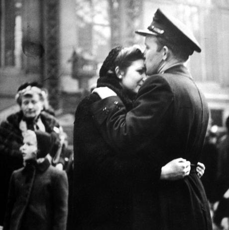 Alfred-Eisenstaedt--Penn-Station,-April-NYC-1943