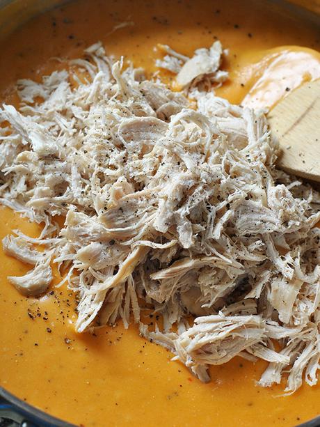 buffalo chicken queso dip