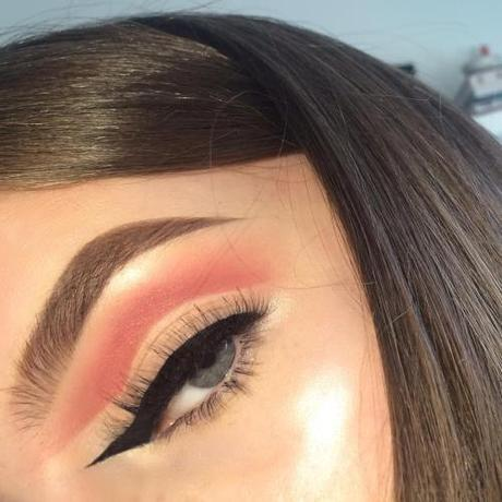 Makeup Trend: Reverse winged liner