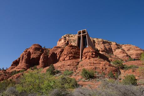 4. Commissioned by the sculptor Marguerite Brunswig Staude (a student of Frank Lloyd Wright's), the architects Richard Hein and August K. Strotz built the award-winning Chapel of the Holy Cross in Sedona, Arizona. While the chapel blends almost seamlessly into the red rocks surrounding it, it also offers those inside phenomenal views looking out over the valley.