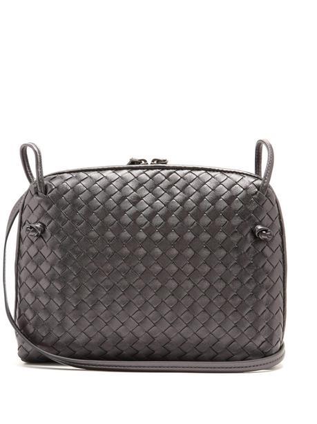 Bottega Veneta woven leather crossbody bag. Details at une femme d'un certain age.