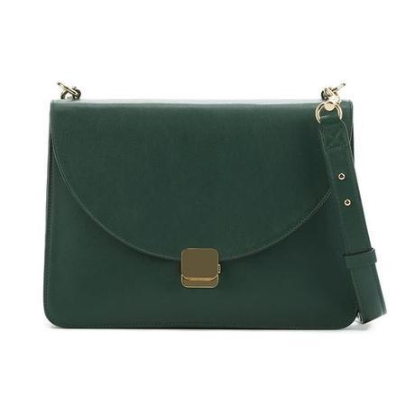 Cuyana lock shoulder bag in green. Details at une femme d'un certain age.