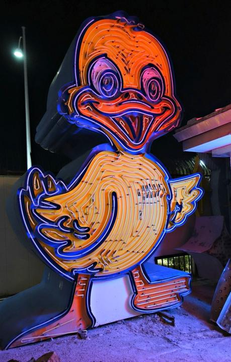 neon duck sign at Las Vegas Neon Museum. Details at une femme d'un certain age.