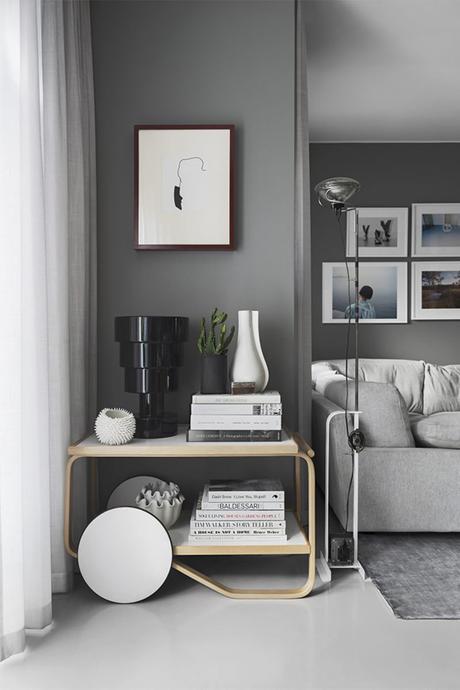 Living room with gray walls via Residence