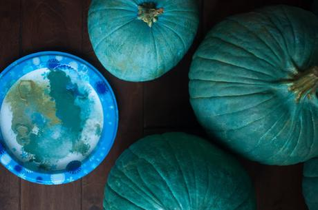 DIY: how to make beautiful Old World pumpkins out of plain orange ones