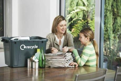 mom-child-doing-recycling
